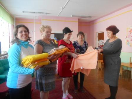 Профсоюз коллектива МБДОУ Детский сад №1 «Росинка» поздравил своих сотрудников с Новым 2016 годом.