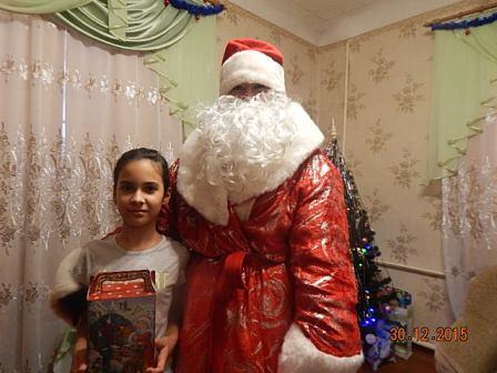 Дед Мороз пришёл в гости к детям с поздравлениями и подарками